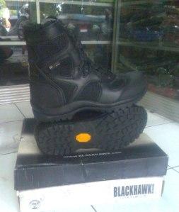 blackhawk sepatu