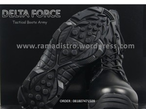 Dellta tactical boots