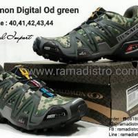 Jual sepatu import olahraga Cats  Salomon loreng